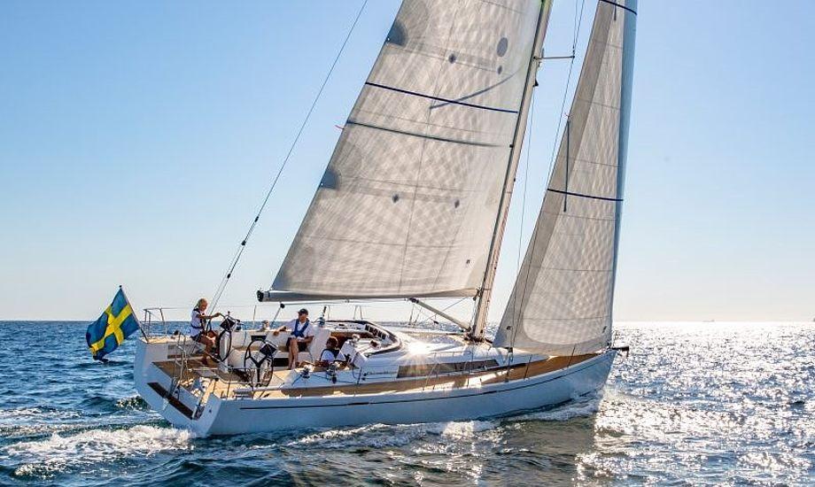 Du kan sejle med 6 knob på klipper uden at båden falder fra hinanden. Arcona 435 er nemlig med stålramme. PR-foto