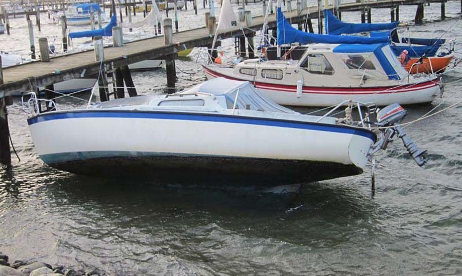 Båden der her ses stod faktisk endnu hårdere på grund få timer før billedet blev taget. Foto: Troels Lykke