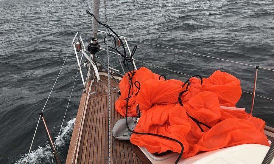 Jan Bach Nielsen ødelagde sejl. - Et stk. gemakker færdig, fortæller Maxi 999-sejleren fra Egå. Foto: Jan Bach Nielsen