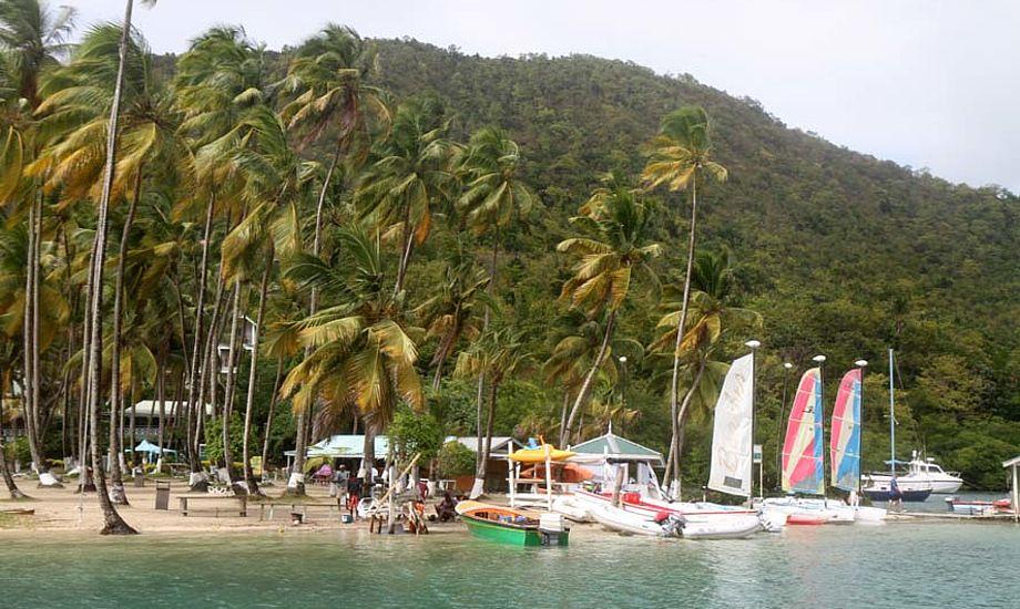 Glenn Sørensen bor til dagligt her i Marigot Bay, der er utrolig populær blandt sejlerne. Foto: Troels Lykke