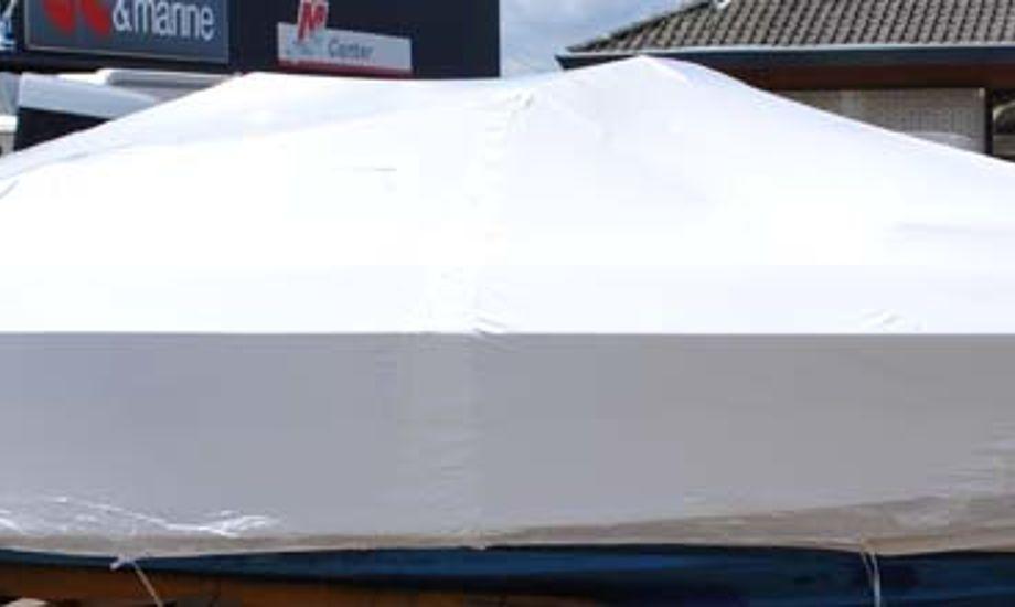 I USA har man for mange år siden løst opgaven med plastfolie omkring en båd.