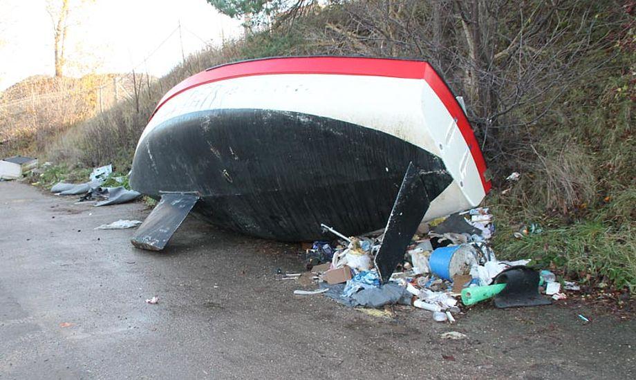 Bådvrag på en rasteplads ved Ølstykke i Nordsjælland. Foto: Kim Jensen