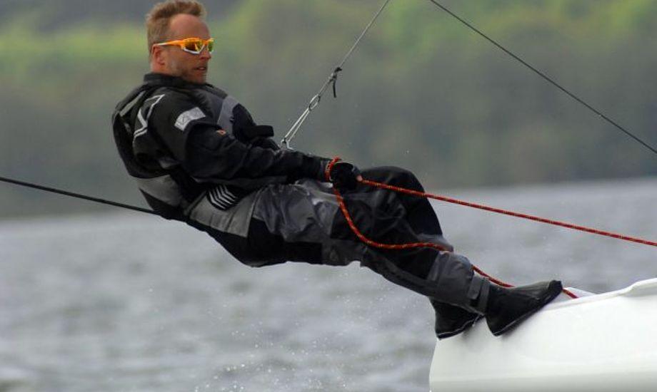 Thomas Paasch på sin A-Cat på tysk sø.