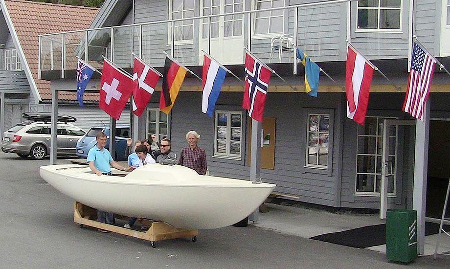 Bag flagene gemmer baren sig. Med de norske priser kommer de fleste nok tidligt i seng. Foto: facebook/yworlds2015