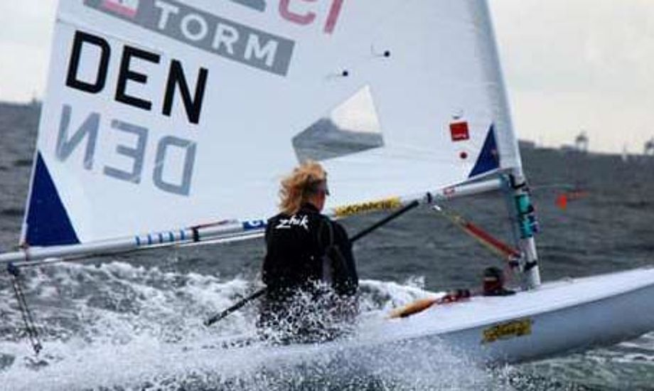 Ud over træningsfaciliteterne kræver Team Danmark top-8 placeringer i minimum fire forskellige olympiske bådklasser ved VM i 2010 for at fastholde den nuværende støtte på syv mio. kr. årligt til sejlunionen