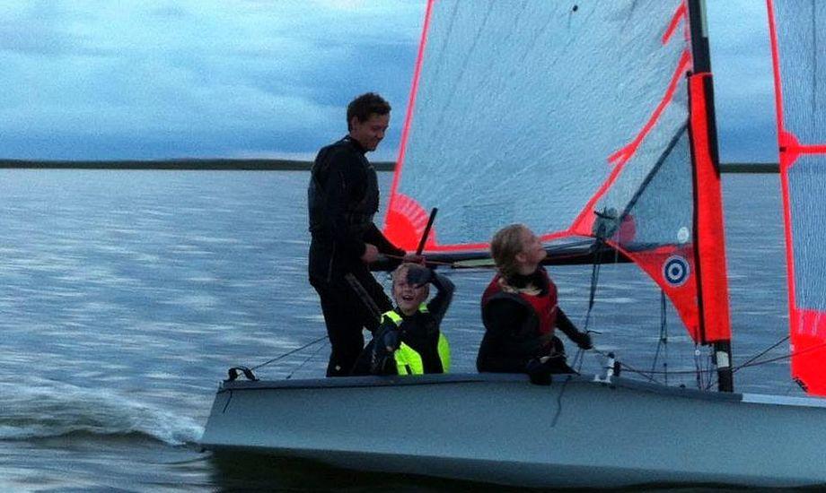 22-årige Mikkel Larsen træner på femte år juniorsejlerne i Bork. Foto: Privatfoto
