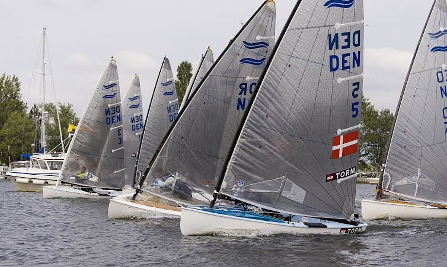 Tæt start af første finale-sejlads. Foto: Mogens Hansen