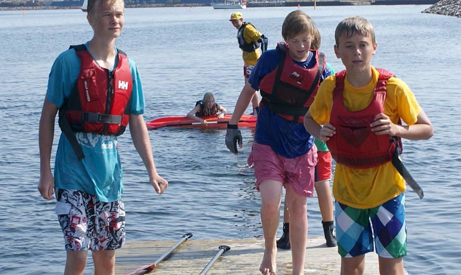 Flotillesejlads sammen med andre børnefamilier. Så er der legekammerater! Foto: Katrine Bertelsen