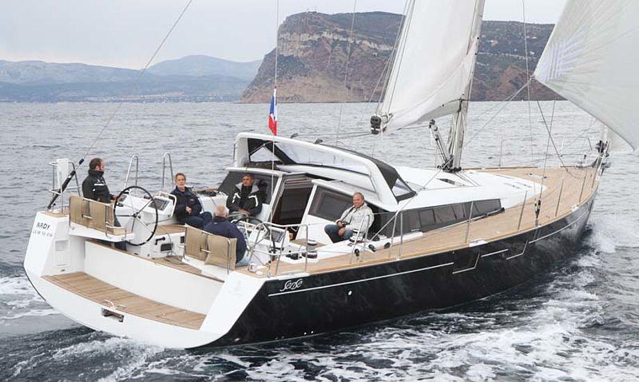 Sense 55 i Middelhavet. Båden var populær blandt journalisterne, der var vilde med bådens indretning og lys, skroglinjer og sejlegenskaber. Foto: Troels Lykke