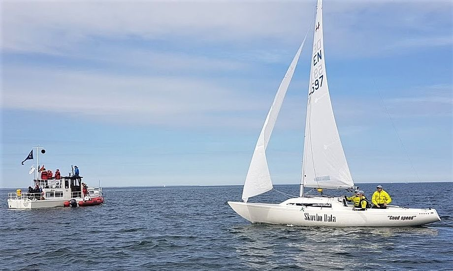 Claus Høj Jensen har lokalt mandskab, når NM sejles til juni i Herslev. Her ses de i Bogense fornylig, hvor de vandt i H-båd Ligaen. Foto: Troels Lykke