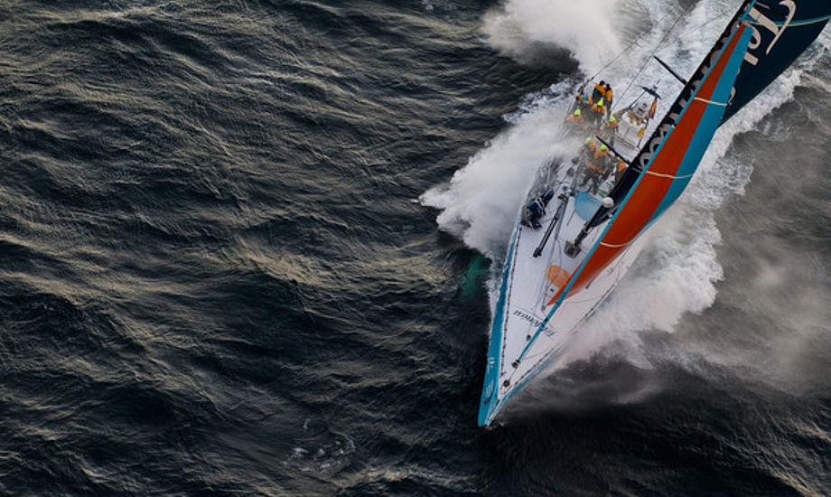 Telefonica på vej i mål i Cape Town med dansk designet North Sails, der er produceret i Spanien. Foto:  IAN ROMAN/Volvo Ocean Race