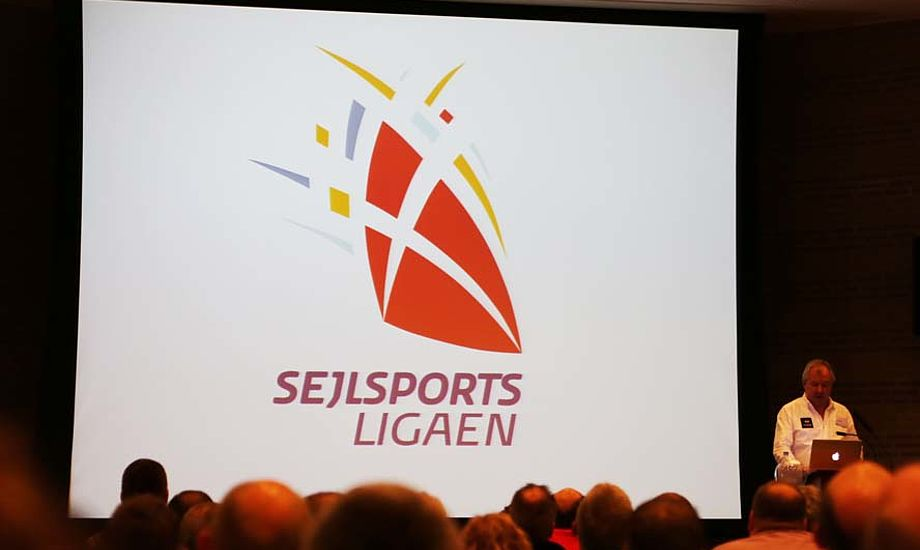 Det nye logo blev præsenteret. Der var virkelig positiv energi i Vingsted, men DS vil ikke ud med hvilken båd de peger som sportsbåd. Foto: Troels Lykke