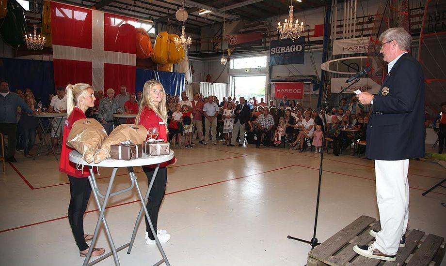 Jena og Katja er et hit i Hellerup Sejlklub, der er den sejlklub i Danmark med fleste medaljer fra OL. Godt hjulpet af Paul Elvstrøm. Foto: Per Heegaard/Hellerup Sejlklub