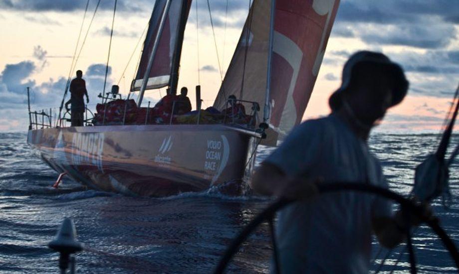 Camper og Abu Dhabi har ligget og kæmpet mod hinanden. Foto: Nick Dana/Abu Dhabi Ocean Racing/Volvo Ocean Race