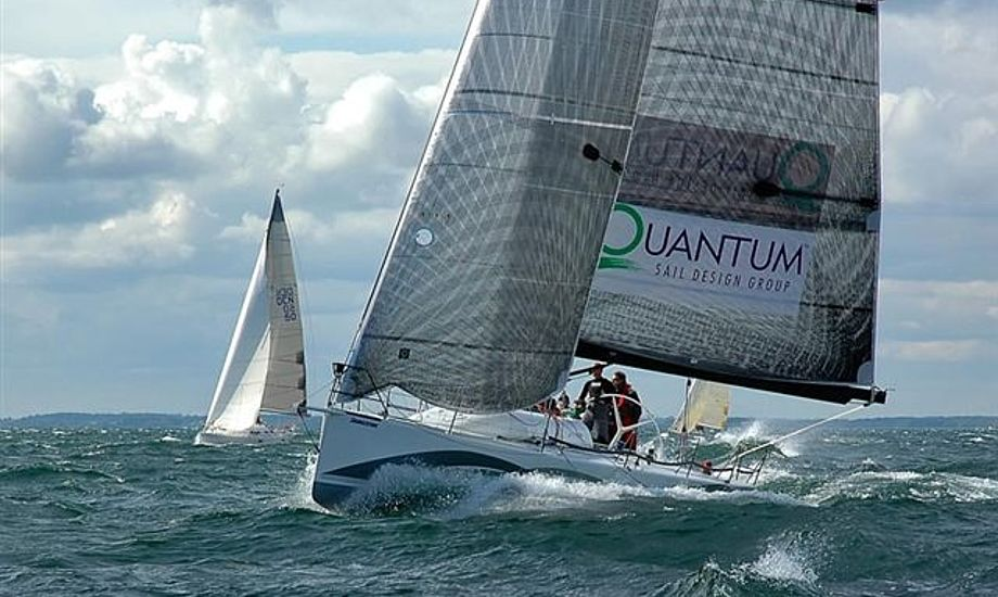 Visione 3 havde tidligere profferne Bouwe Bekking og Jens Dolmer om bord under sejlads i Rungsted