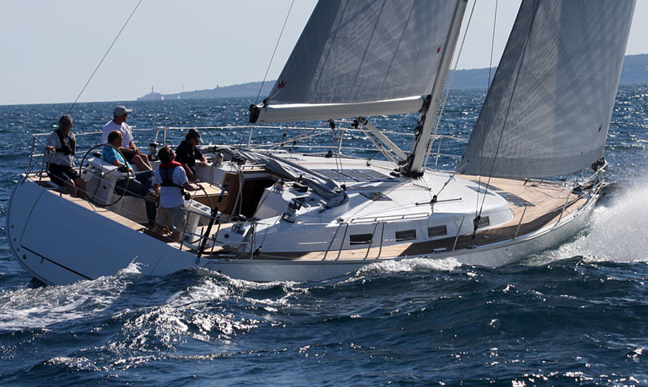 Bavaria 45 Cruiser ud for Palma de Mallorca. Båden gik fint, fint, men gå ikke for højt med den. Foto: Troels Lykke