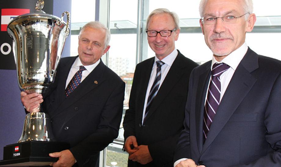 Der var stor glæde den dag i november 2008 hos Torm, hvor N. E. Nielsen, th. nu kritiseres. Foto: Troels Lykke