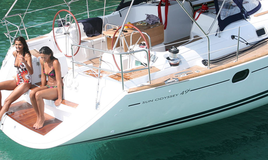 Nu kan alle sejle en Jeanneu til kaj, hvis man vælger et nyt styresystem, hvor også en bovstruster skal indgå. Foto: jeanneau.fr