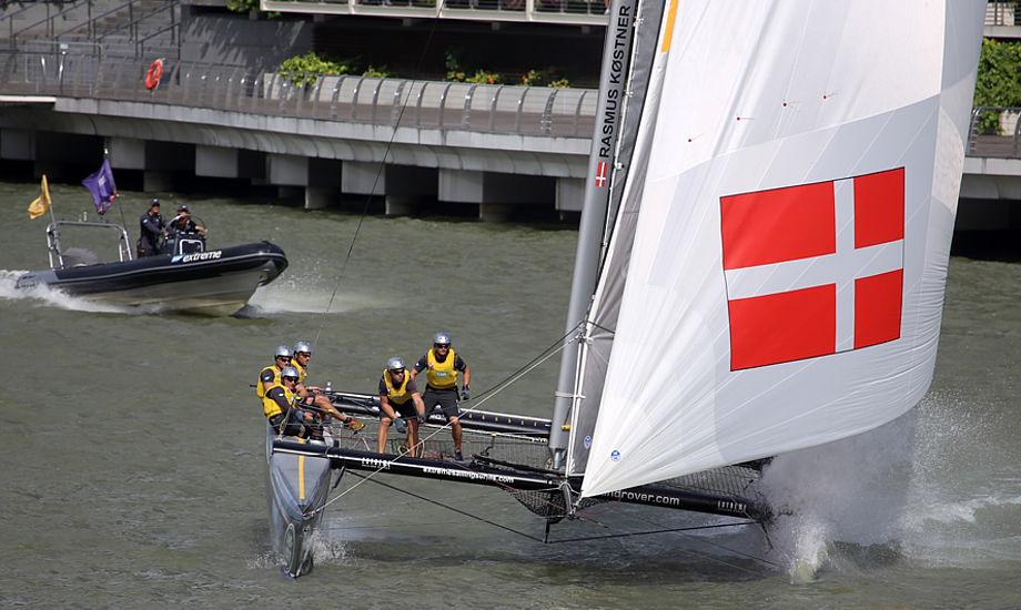 Det danske SAP-team med Jes Gram-Hansen og Rasmus Køstner i havnen i Sydney. Foto: LloydImages