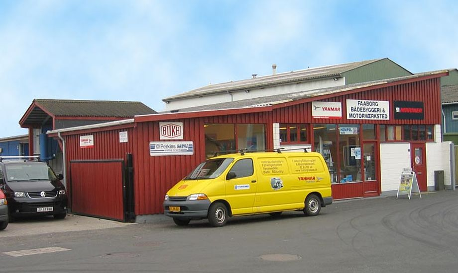 Faaborg Bådebyggeri & Motorværksted bor på havnen i Faaborg.