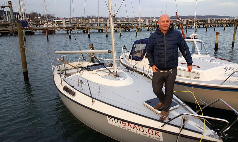 Livet på sejl- eller motorbåd kan fint foregå hele året. Også på en Drabant 24 til 30.000 kr. Storsejlet blev i dag afmonteret - tre måneder for sent. Privatfoto