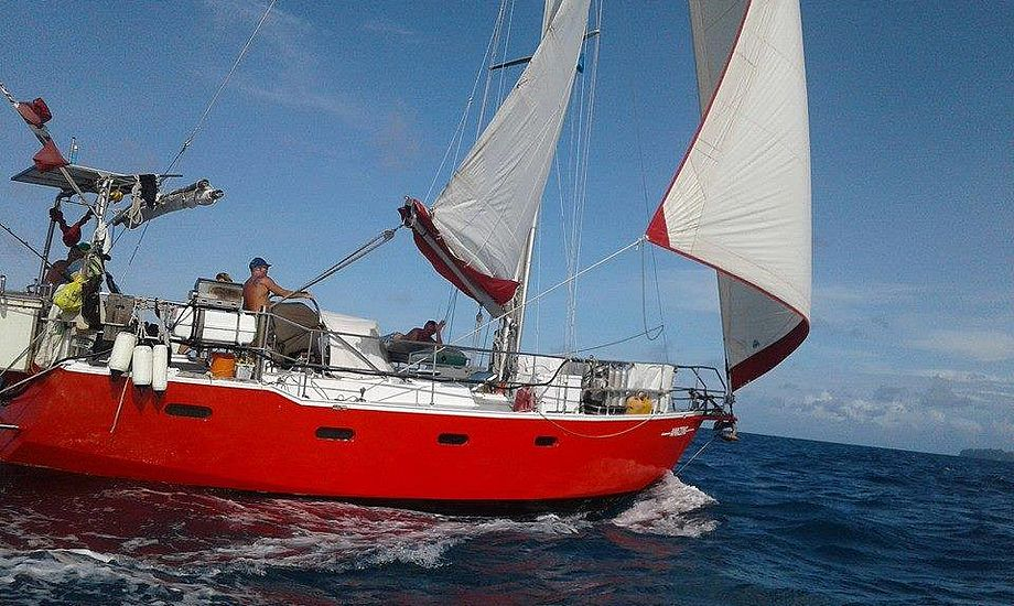 Tragisk brand på Fillipinerne af en denne meget populære sejlbåd, der har haft 400 gæster om bord. Foto: Amazingtravel.dk