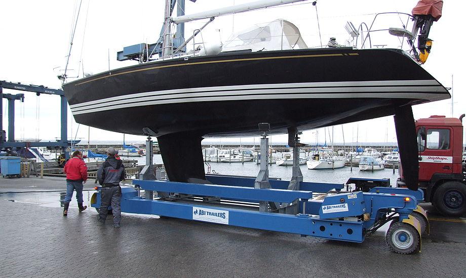 Traileren er en 20 tons hydraulisk trailer. De fire store hjul kan drejes samtidig