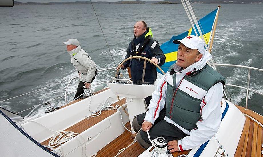 Jesper Bank til højre er her på en Hallberg Rassy 412. Foto: Mick Anderson/Sailingpix