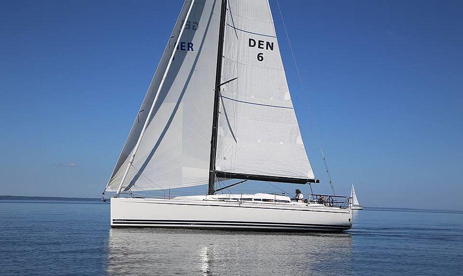Mandskabet fra Svendborg Sund Sejlklub fik hårdt brug for deres 132 kvadratmeter code zero-forsejl i den lette vind. Her er de på vej mod Strib Fyr i Palby Fyn Cup. Fotos: Troels Lykke