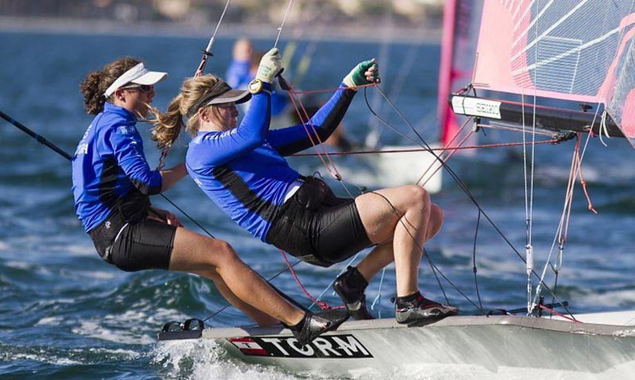 Ida Marie Baad Nielsen og Marie Thusgaard Olsen vinder næsten det hele i øjeblikket i 29erXX. Foto: Nico Martinez/Eurosaf