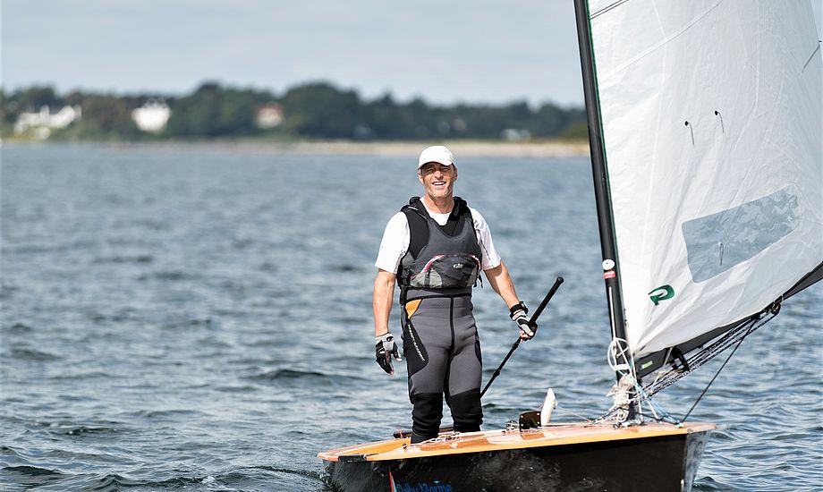Anders Andersen er flyvende i sin danske Strandberg-jolle med Green Sails fra Aarhus. Foto: Simon Wittrup
