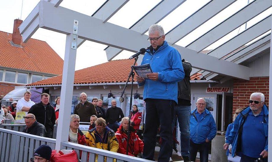 Stævneleder, Poul Erik Nielsen, rådgiver sejlerne inden årets Palby Fyn Cup. Foto: Troels Lykke
