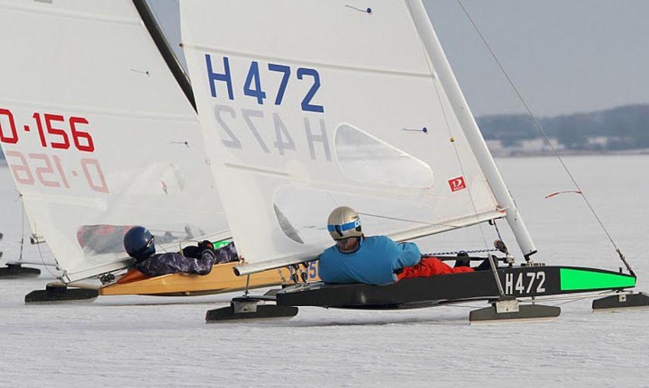 Der var fart på isen i Roskilde i dag med DN isbåde. Foto: Søren Svarre, sejlfoto.dk