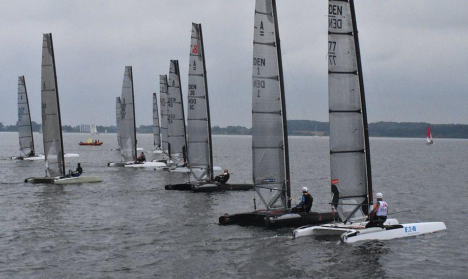 Stævnet bød på lette vindforhold for de 15 A-cats. Foto: Tom Bøjland.