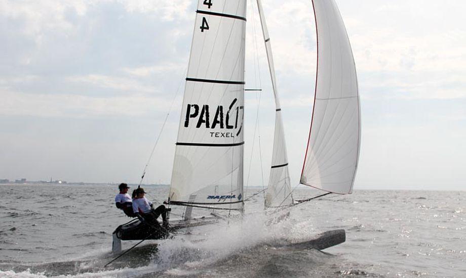 Masten er knækket under sejlads i over 12 m/s. Foto: Nacra Sailing