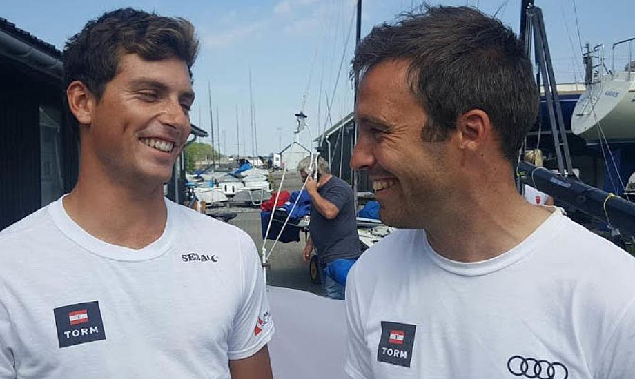 49er-sejlerne CP tv. og Jonas Warrer ses her i Aarhus før de tog til Rio for 14 dage siden. Foto: Troels Lykke