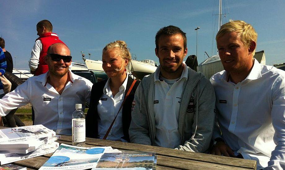 OL-guldvinder Jonas Warrer, nr. to fra højre, mødte op til pressemøde i går, selvom han missede OL-billet denne gang. Foto: Sailing Aarhus