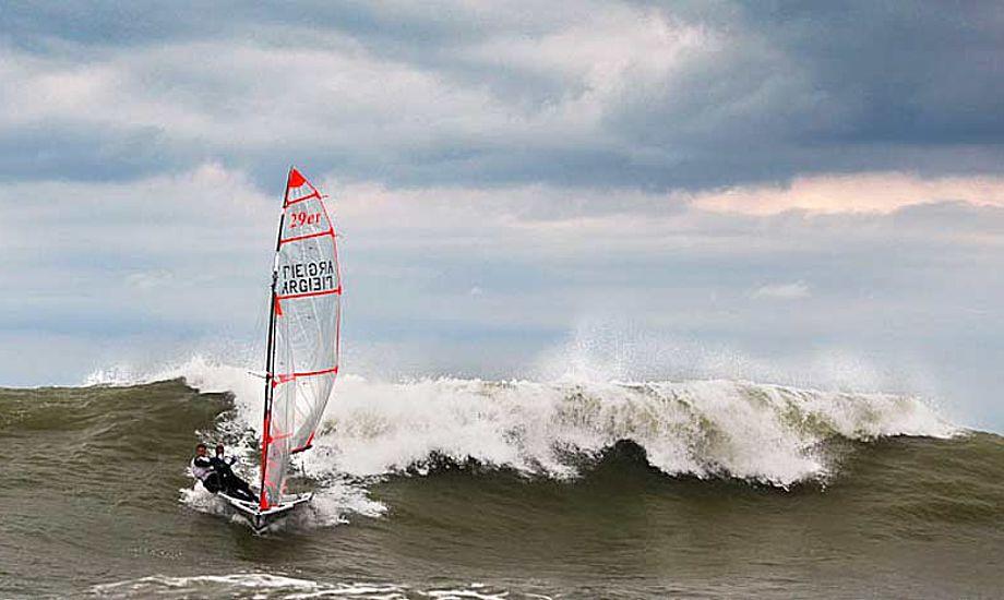 Torsdag blæste det mellem 7 og 10 m/s, og bølgerne i Mar del Plata, Argentina, er stadig imponerende i størrelse. Foto: Matías Capizzano