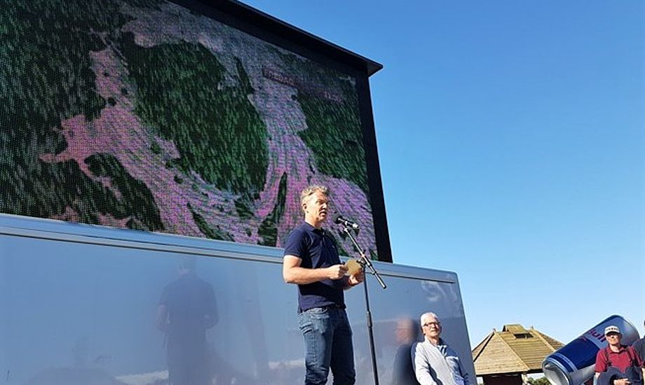 Anders Brandt lovede let vejr og meget sol. UV-indeks er på 6,5 er meget. Der er tyndt ozonlag lige nu over Danmark, forklarer Anders Brandt til minbaad.dk. Fotos: Troels Lykke