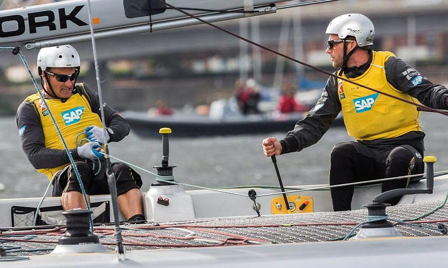 Rasmus Køstner, tv., og Jes Gram-Hansen har svært ved at finde tilbage til podiet, hvor de var engang, da bl.a. Mikkel Røssberg var om bord. Foto: Extreme Sailing Series