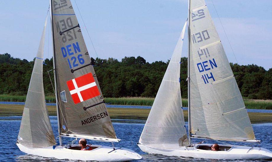 Den paralympiske sølvvinder i 2000, Jens Als Andersen, i dyst med Niels Ulstrup under 2.4mR-stævnet i Yachtklubben Furesøen.