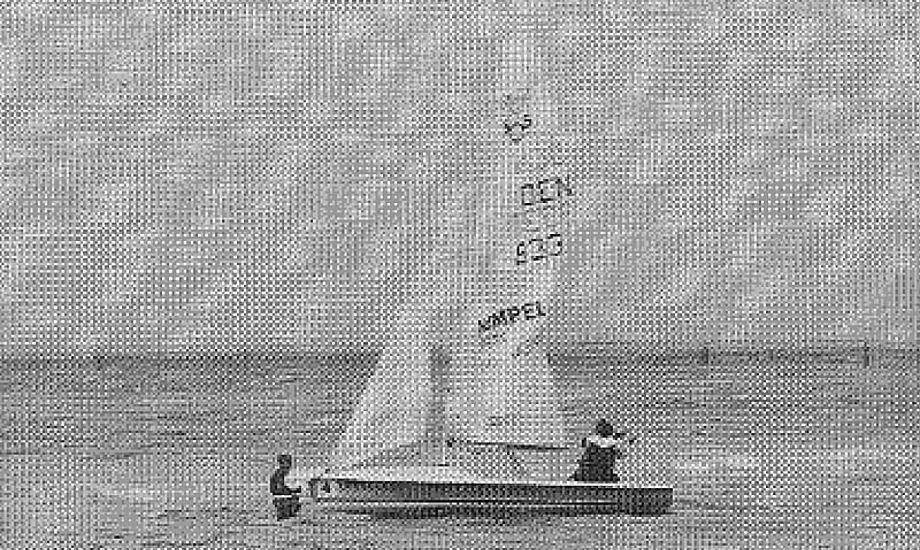505 på vej ud fra Kobæk strand i 1996. Foto: Harboe Cup.