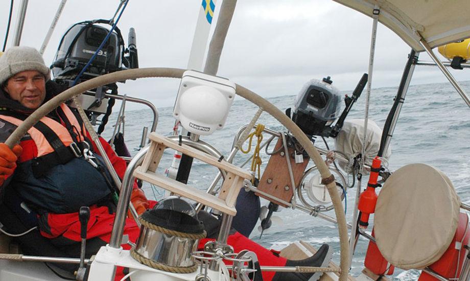 Ariel IV er en 50 fods stålbåd med kutterrig tegnet af danske Arne Borghegn.