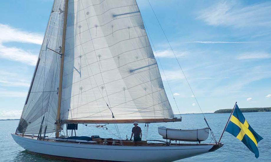 Denne elegante, svenske 10M R-båd, 'Aaworyn', konstrueret af legendariske Sophus Weber og bygget på hans værft i Svendborg for 90 år siden. Foto: Søren Stidsholt Nielsen