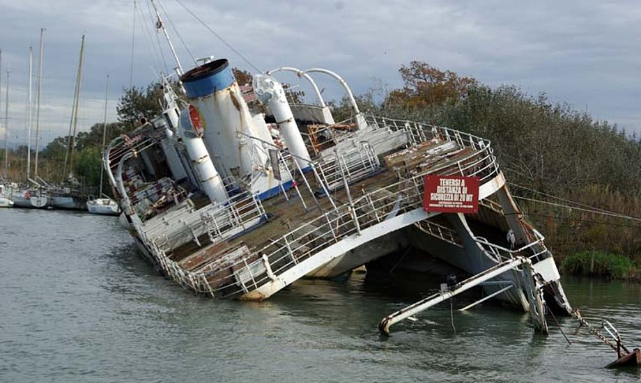 I en flod var der kilometervis af lystbåde, men også et skibsvrag. Foto: Troels Lykke