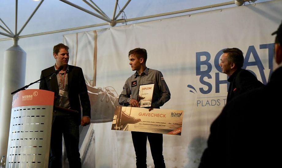 En glad Jakob Precht kunne modtage prisen foran udstillere og pressen på Boat Show. Foto: Sara Sulkjær