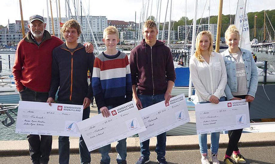Fra venstre: Finn Beton, Anders Bigum Johansen, Niklas Lillelund, Emil Munch, Andrea og Johanne Isaksen Schmidt (Rasmus Bjerre Knudsen kunne desværre ikke deltage). Foto: Sailing Aarhus