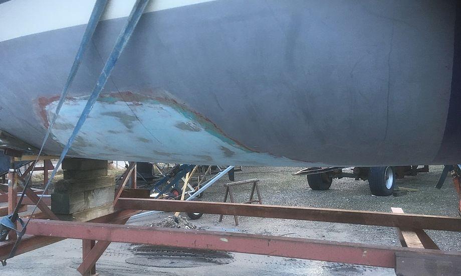 Båden står stadig uden køl, men er nu vendt om. Foto: Søren Buhl.