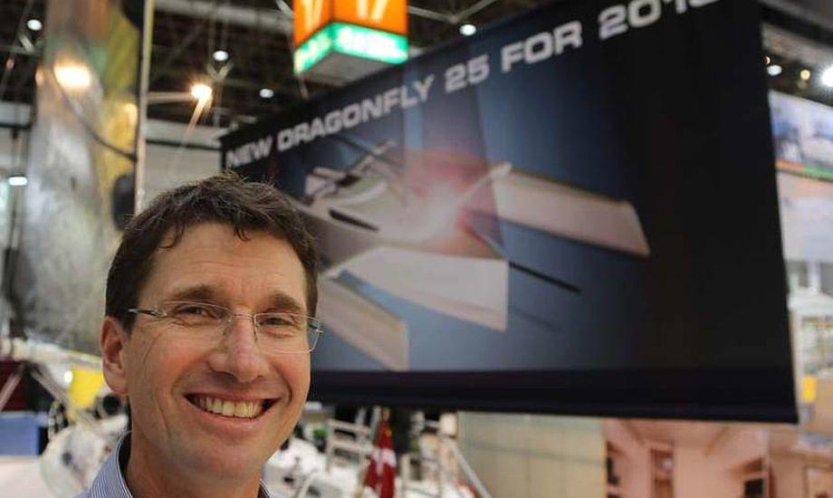 Jens Quorning med en Dragonfly Swing Wing 25 i baggrunden. Foto: Troels Lykke