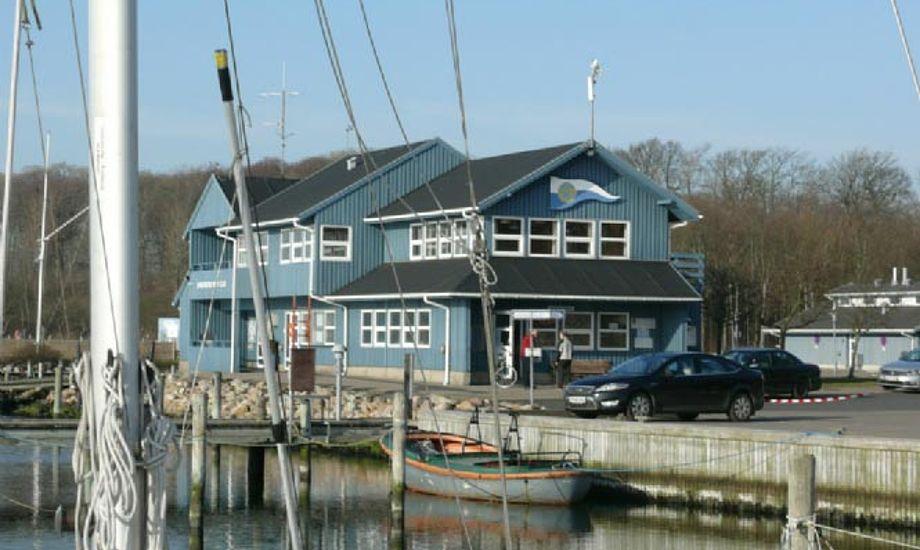 Det nuværende klubhus er ca. 30 år gammelt, men er blevet for lille. Foto: SYC